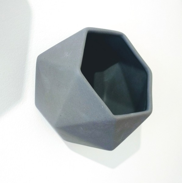 Large hexagon wallpot jacklaverick grey