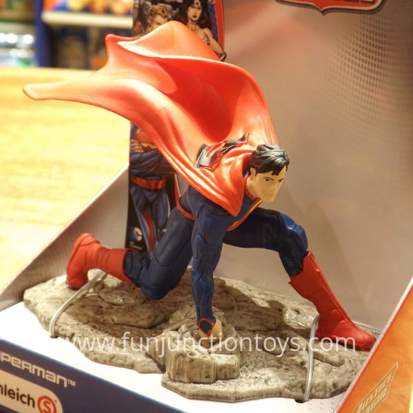 Large sch jl superman kneeling  w
