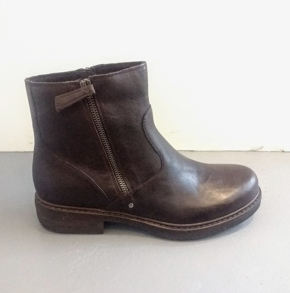 Large manas brown boot 1