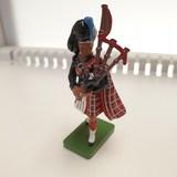 Small scots guard piper w britain die cast 41072 fun junction toy shop crieff perth perthshire scotland