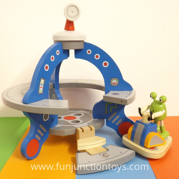 Large mbl h hape ufo and poseable posable alien play set suitable for children aged 3 three and up w