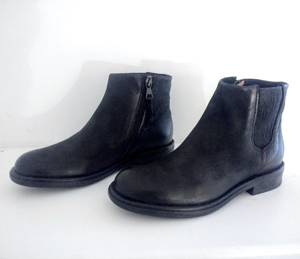 Large low slung chelsea boot black leather falmouth