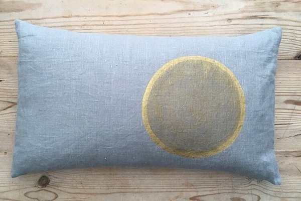 Large tg circle moon cushion