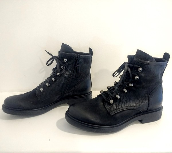 Large  black toggle ankle boot leather blink