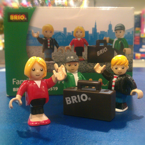 Large family figure pack with suitcase brio wooden railway