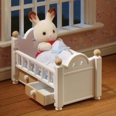 Medium_sylvanian_families_5017_chocolate_rabbit_baby_set_cot_bed_with_drawers