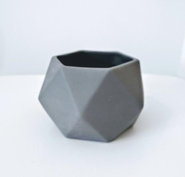 Large grey hexagon jacklaverick pot
