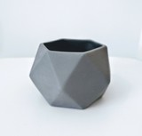 Small grey hexagon jacklaverick pot